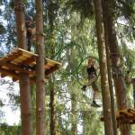 zabawa w parku linowym w Beskidach - Base Camp