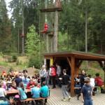 Wycieczka szkolna po zajęciach w parku linowym w Istebnej
