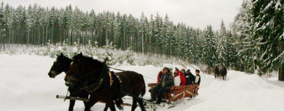 Co można robić zimą w górach? Jazda na nartach to nie wszystko